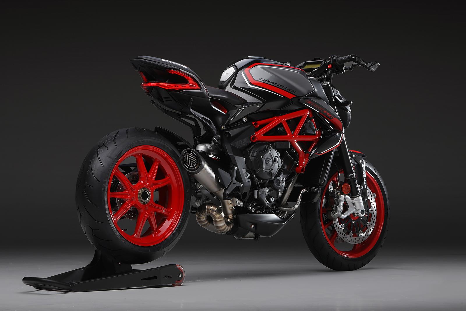Metallic Avio Grey and Carbon Black / Ago Red